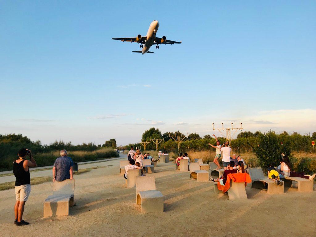 Mirados de aviones, camino de la playa. El Prat de Llobregat