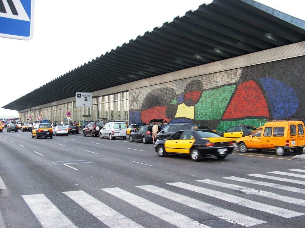 Mural de Picasso en la terminal 2 del Aeropuerto de Barcelona